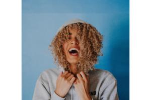 femme souriante bien-être